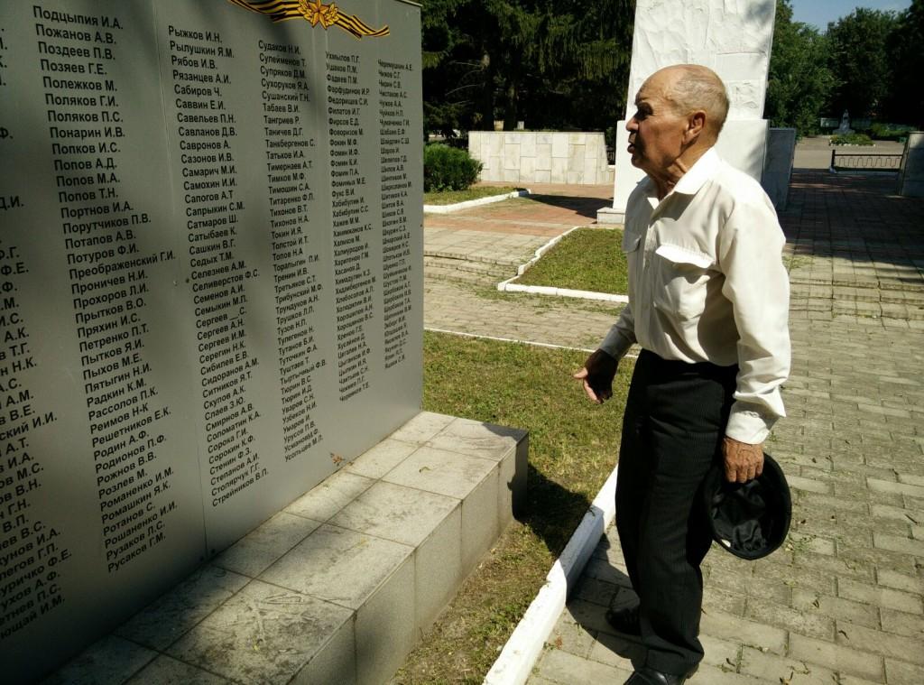 Масхут у могилы отца Усманова Махмута в г.Дмитровск